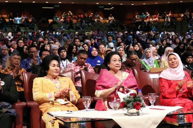 Presiden ke-5 RI Megawati Soekarnoputri menjadi pembicara dalam seminar tentang Kerjasama Wilayah ASEAN dengan tema: Hentikan Kekerasan Seksual Terhadap Anak-Anak, di Kuala Lumpur, Selasa (14/3/2017).