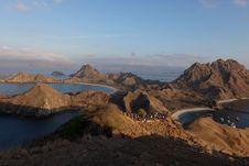 Menjajal Panorama Matahari Terbit Pulau Padar