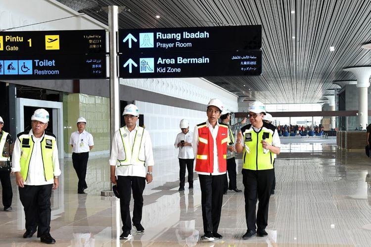 Presiden Joko Widodo meninjau fasilitas Bandara Internasional Yogyakarta atau Yogyakarta International Airport (YIA) di Kabupaten Kulon Progo, Jumat (31/1/2020).