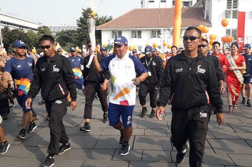 Legenda Bulu Tangkis Icuk Sugiarto Lari Bawa Obor Asian Games dari Taman Fatahillah