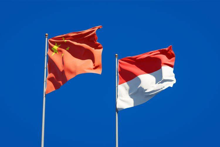 Ilustrasi bendera Indonesia dan China.