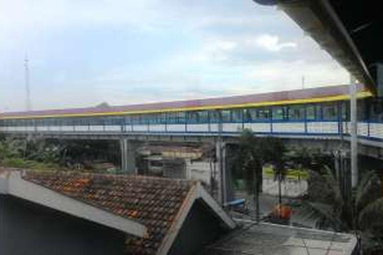 Skybridge Solo yang menghubungkan Terminal Tirtonadi dan Stasiun Balapan