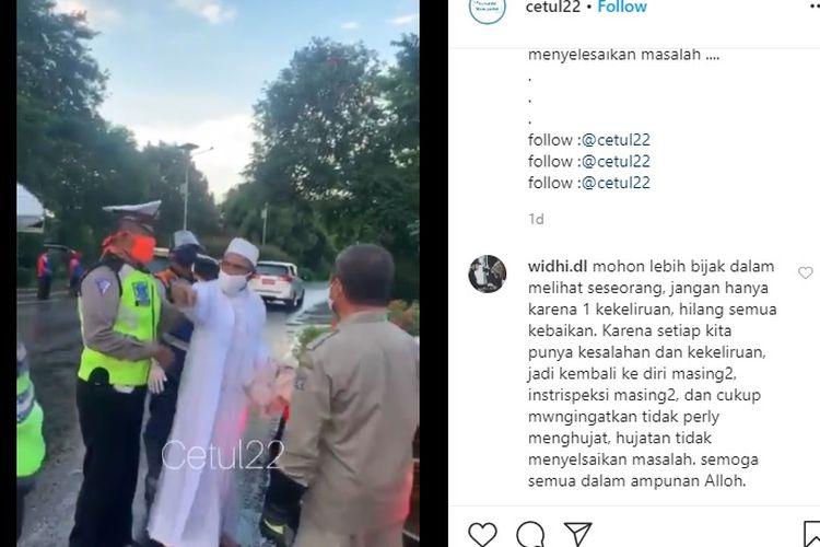 Viral video Umar Abdullah Assegaf, pengendara Camry cekcok dengan sejumlah petugas saat pembatasan sosial berskala besar (PSBB) di pos check point Exit Tol Satelit, Surabaya.(Tangkapan layar Instagram)