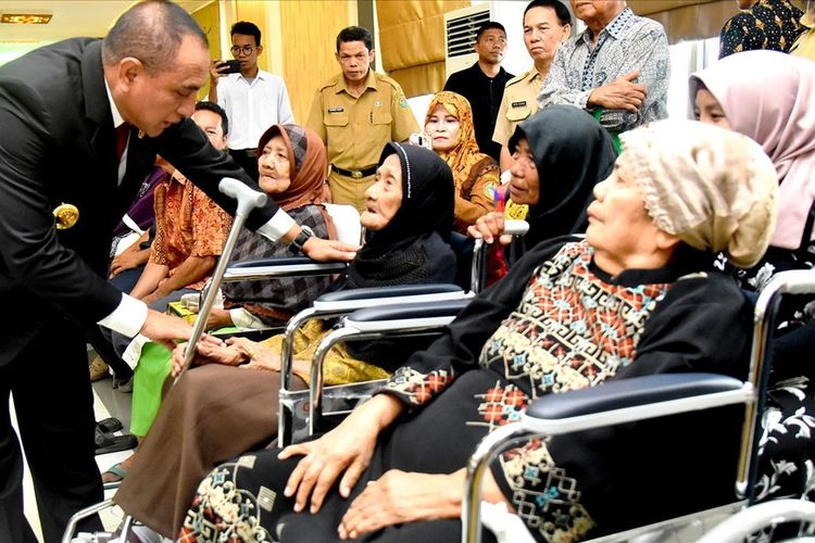 Gubernur Sumut Edy Rahmayadi menghadiri peringatan Hari Lansia Nasional di aula Raja Inal Siregar, Senin (12/8/2019)