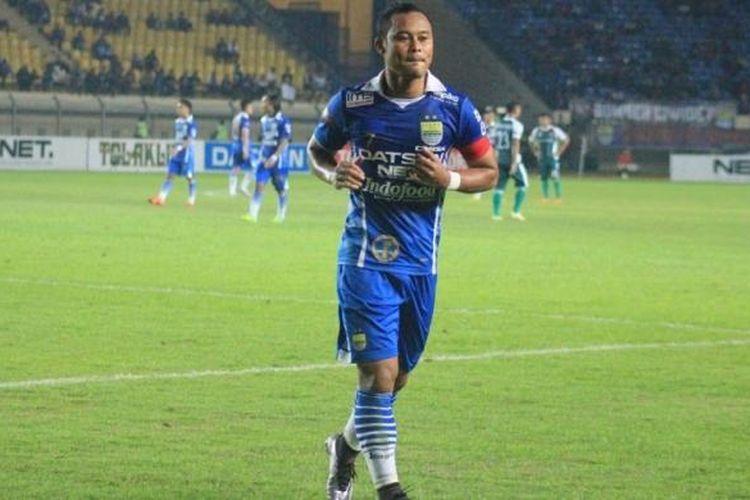 Atep mencetak satu gol saat Persib Bandung menang atas PS TNI di Stadion Si Jalak Harupat, Kamis (24/3/2016)