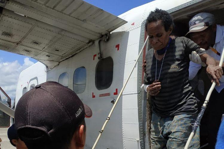 Salah satu warga Kampung Olenki, Distrik Mabugi, Kabupaten Puncak, Papua, yang menjadi salah satu korban yang terkena tembakan ketika terjadi kontak senjata anatara tim gabungan TNI-Polri dengan KSB di kampung tersebut. Kini para korban terluka sudah berada di Mimika untuk menjalani perawatan, Rabu (18/9/2019)