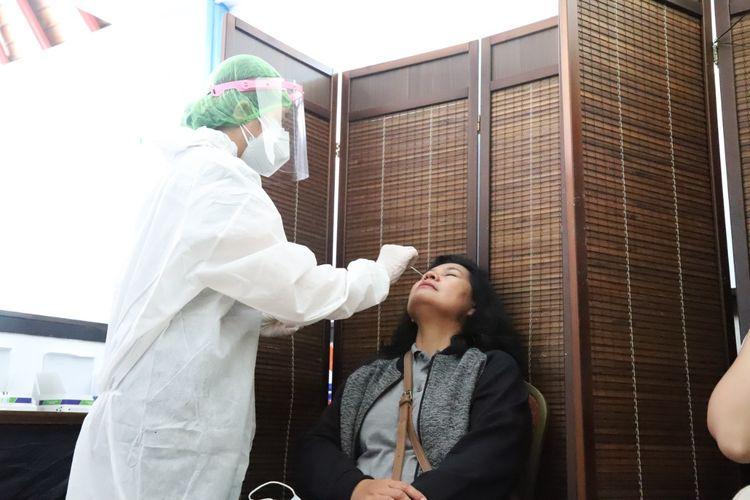 Proses layanan rapid test antigen di Bandara I Gusti Ngurah Rai