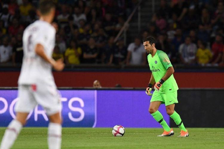 Gianluigi Buffon menjalani debut pada pertandingan Ligue 1 saat PSG menjamu Caen di Parc des Princes, 12 Agustus 2018.
