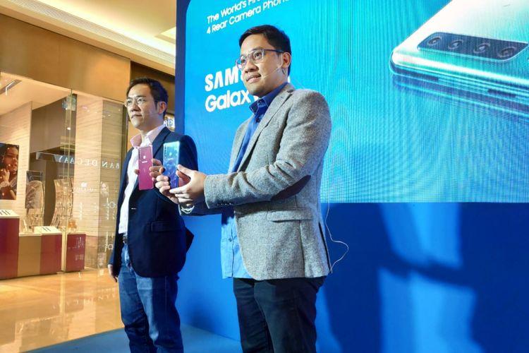 Kiri-kanan: Bernard Ang, IT & Mobile Business Vice President Samsung Electronics Indonesia; Dany Galant, Head of IT Product Marketing Samsung Indonesia di acara peluncuran galaxy A9 di Jakarta, Rabu (21/11/2018).