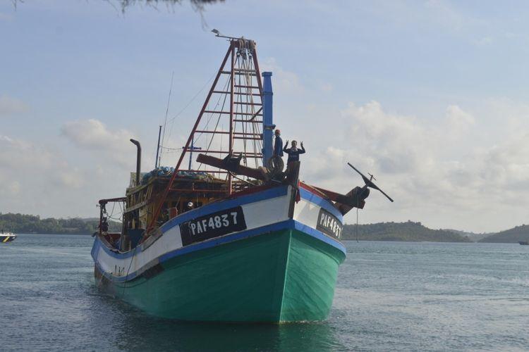 Kapal ikan asing (KIA) asal Vietnam dengan nomer lambung KM PAF 4837 yang ditangkap oleh PSDKP Batam di perairan Natuna, Kepri.