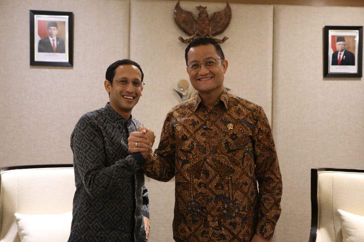 Menteri Pendidikan dan Kebudayaan Nadiem Makarim bertemu Menteri Sosial Juliari P. Batubara di Kantor Kementerian Sosial, Jakarta, Kamis (14/11/2019). Pertemuan terutama untuk menyolidkan koordinasi kedua kementerian, selain juga untuk meningkatkan kerja sama pengelolaan data untuk mendukung program bantuan bagi warga pra-sejahtera.