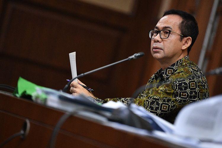 Terdakwa kasus tindak pidana pencucian uang dan korupsi Tubagus Chaeri Wardana alias Wawan menjalani sidang di Pengadilan Tipikor Jakarta Pusat, Jakarta, Senin (6/1/2020). Sidang lanjutan tersebut beragendakan pemeriksaan saksi yang dihadirkan Jaksa Penuntut Umum KPK. ANTARA FOTO/Sigid Kurniawan/ama.