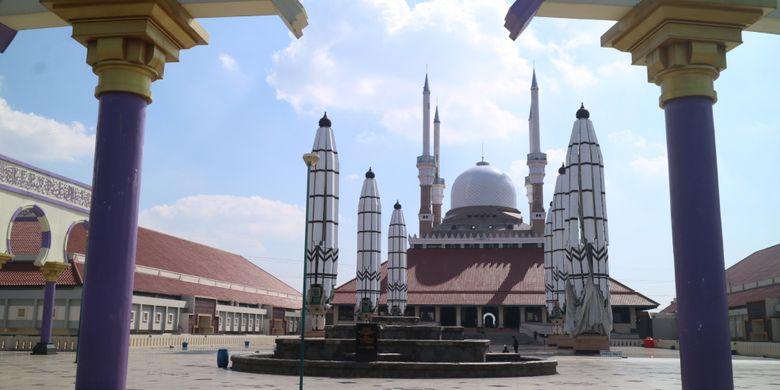 Kemegahan masjid Agung Jawa Tengah d Semarang, merupakan perpaduan arsitektur Eropa, Arab, dan Interior Jawa.