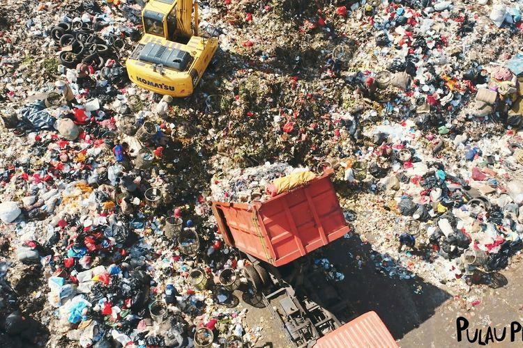 Foto potongan scene film dokumenter Pulau Plastik