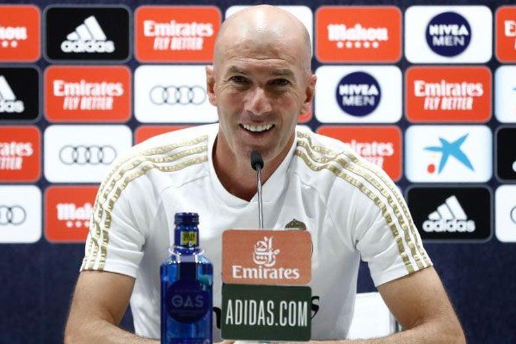 Pelatih Real Madrid, Zinedine Zidane, saat jumpa pers jelang laga Real Madrid vs Getaafe, Kamis (2/7/2020) WIB.