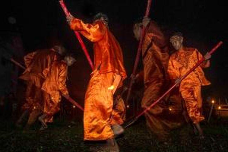 Permainan tradisional di Desa Pasiragung, Kecamatan Hantara, Kabupaten Kuningan, Jawa Barat. Desa Pasiragung merupakan salah satu desa budaya Pasundan yang terus dilestarikan.