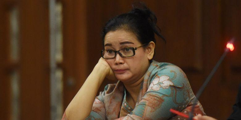 Terdakwa kasus dugaan pemberian keterangan palsu dalam sidang kasus KTP Elektronik Miryam S Haryani mengikuti sidang lanjutan di Pengadilan Tipikor, Jakarta, Senin (28/8/2017). Sidang tersebut beragendakan pemeriksaan saksi. ANTARA FOTO/Akbar Nugroho Gumay/aww/17.