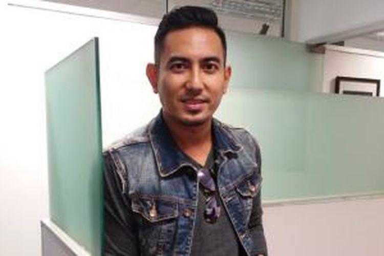 Rio Febrian diabadikan usai menjadi bintang tamu Radio Mustang 88 FM di Menara BCA, Thamrin, Jakarta Pusat, Rabu (6/5/2015).