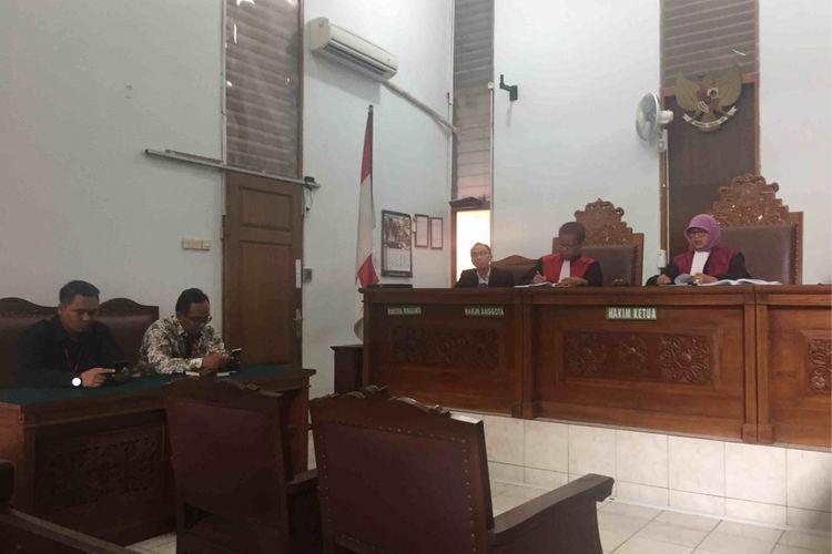 Majelis hakim Pengadilan Negeri Jakarta Selatan mengabulkan sebagian gugatan penghuni Apartemen Kalibata City yang mengajukan gugatan terhadap PT Pradani Sukses Abadi selaku pengembang, PT Prima Buana Internusa selaku operator, dan Badan Pengelola Kalibata City. Putusan itu disampaikan saat persidangan di PN Jakarta Selatan, Rabu (11/4/2018).
