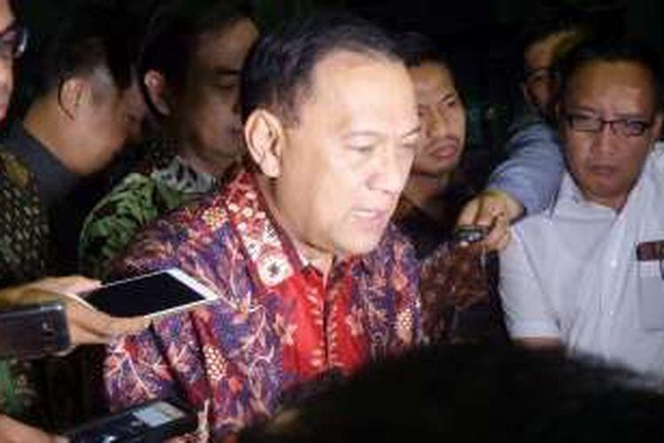 Mantan Menteri Keuangan, Agus Martowardojo, seusai diperiksa di Gedung KPK Jakarta, Selasa (1/11/2016).