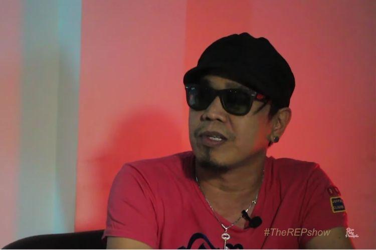 Vokalis band Radja Ian Kasela dalam perbincangan di kanal YouTube Rian Ekky Pradipta.