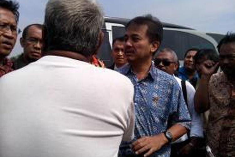 Menteri Pemuda dan Olahraga mengecek langsung lokasi Taman Bersih Manusiawi dan Berwibawa (Taman BMW), Tanjung Priok, Jakarta Utara, Jumat (27/6/2014).