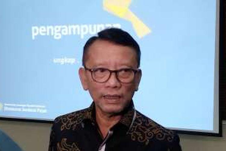 Dirjen Pajak, Ken Dwijugiasteadi saat acara buka puasa bersama media di Direktorat Jenderal Pajak di Jakarta, Kamis (30/6/2016).