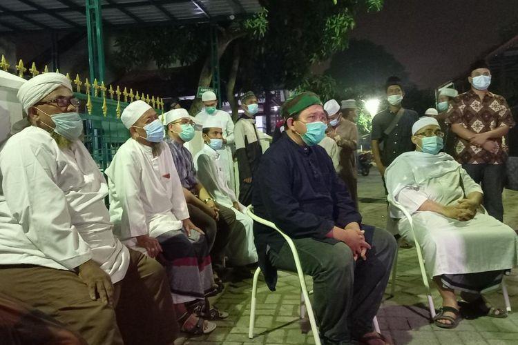 Suasana duka menyelimuti kediaman Ustaz Tengku Zulkarnaen di Medan, Sumatera Utara.
