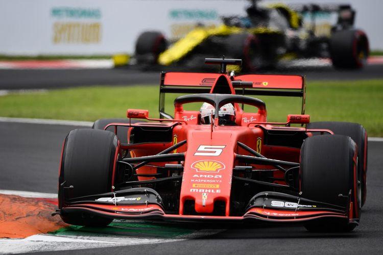 Pebalap Ferrari asal Jerman, Sebastian Vettel, menjalani sesi latihan F1 GP Italia di Sirkuit Monza, Italia, Sabtu (7/9/2019).