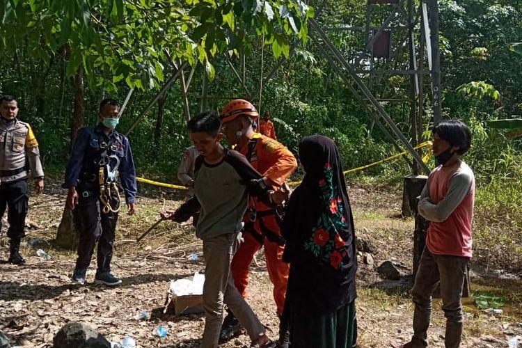 MS akhirnya turun dari tower sutet setinggi 60 meter di Mataraman, Kabupaten Banjar, Kalsel setelah bujuk selama 17 jam.