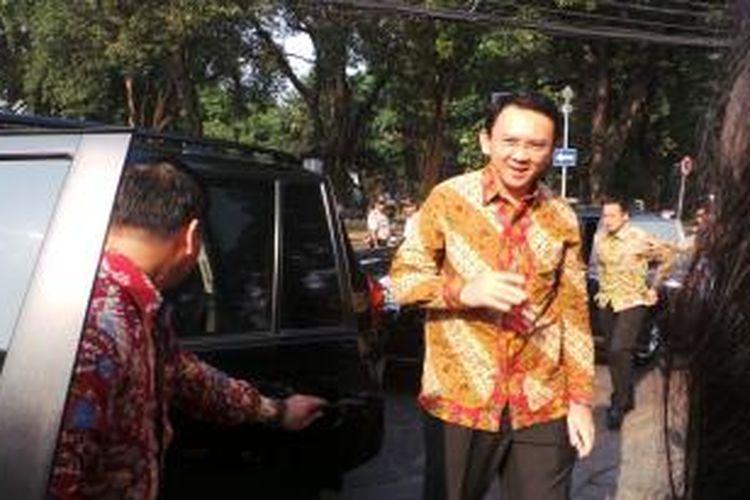 Plt Gubernur DKI Jakarta Basuki Tjahaja Purnama saat tiba di kediaman dinas gubernur, Taman Suropati, Rabu (22/10/2014).