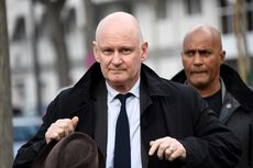 Diduga Perkosa Seorang Pria, Eks Wakil Wali Kota Paris Diperiksa Polisi