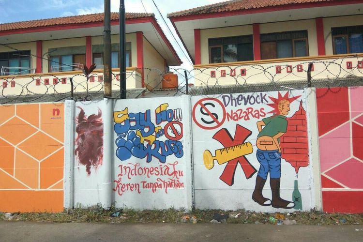Gambar-gambar yang terdapat di tembok Mako Brimob sepanjang 1 kilometer.