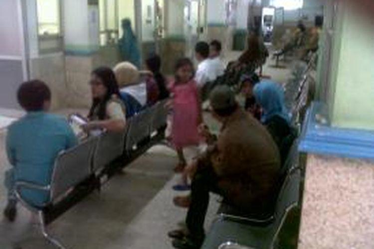 Suasana poliklinik di RSUD M.Yunus Bengkulu lumpuh akibat unjuk rasa para dokter, ratusan pasien terlantar dan kecewa
