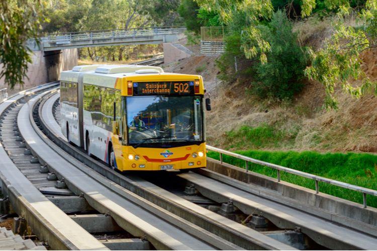 Transportasi O-Bahn di Adelaide, Australia.