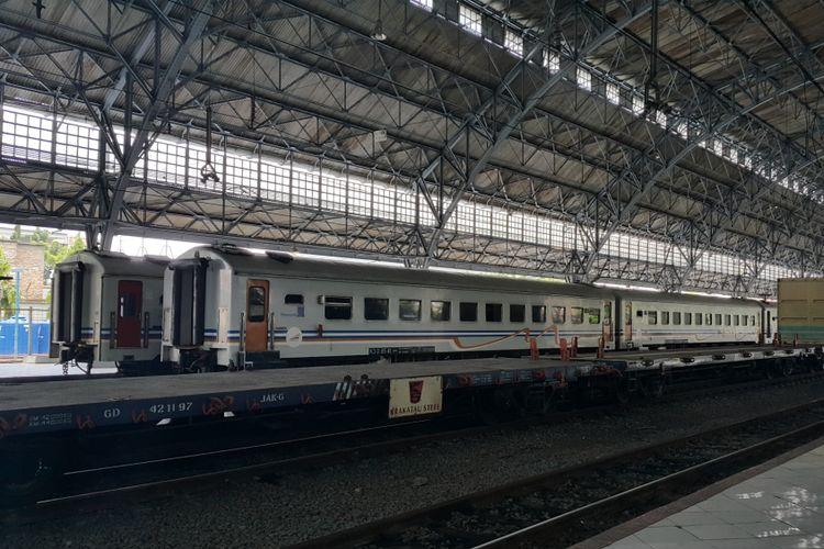 Kereta api (KA) lokal di Stasiun Tanjung Priok, Jakarta Utara, Kamis (7/9/2017).