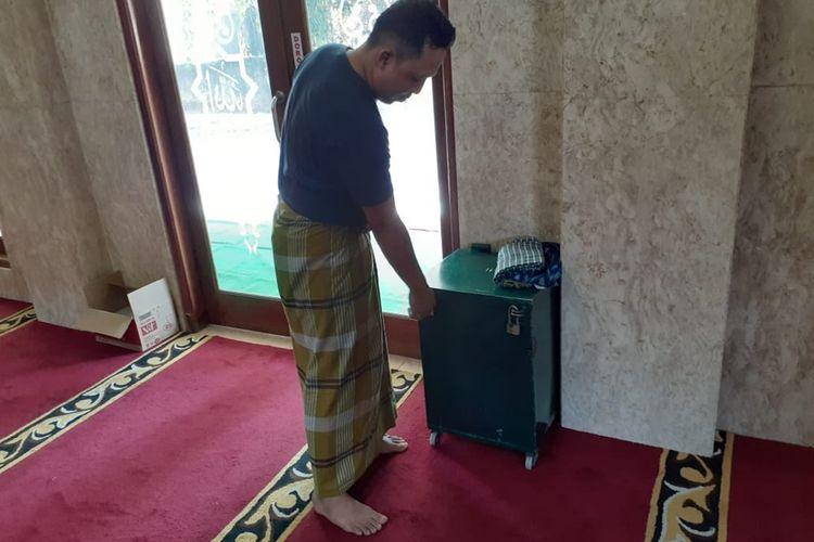 Hendra salah satu pengurusan Masjid Mahhallul Qufron saat ditemui di lokasi pencurian kotak amal, Jumat (30/8/2019)