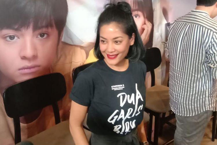 Lulu Tobing menghadiri pemutaran film Dua Garis Biru di kawasan Epicentrum, Kuningan, Jakarta Selatan, Kamis (27/6/2019).