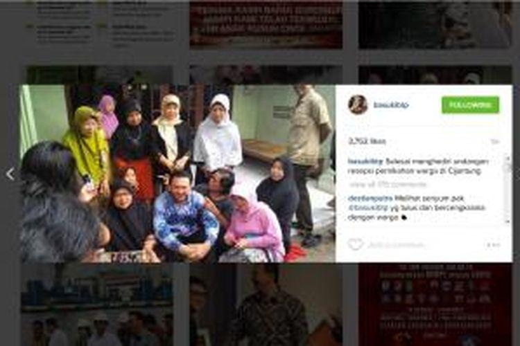 Kegiatan Gubernur DKI Jakarta Basuki Tjahaja Purnama setiap akhir pernikahan menghadiri pernikahan warga.