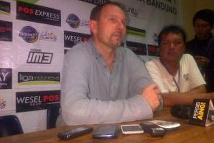 Pelatih Pelita Bandung Raya, Dejan Antonic.