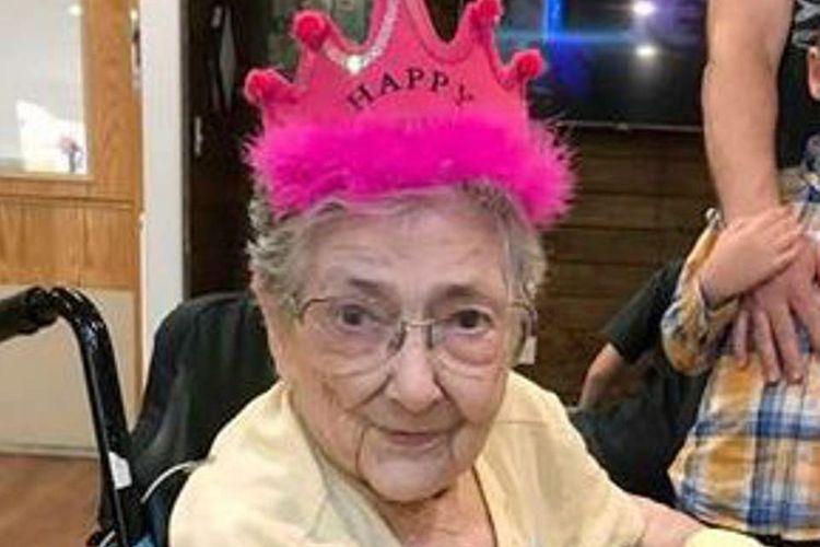 Rose Marie Bentley. Seorang nenek asal Oregon, Amerika Serikat, yang mengalami kondisi langka di mana organ dalamnya terbalik.