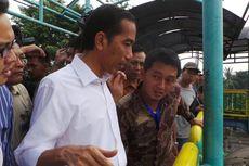 Warga Antre Dekati Jokowi, Jembatan di Tanah Abang Goyang