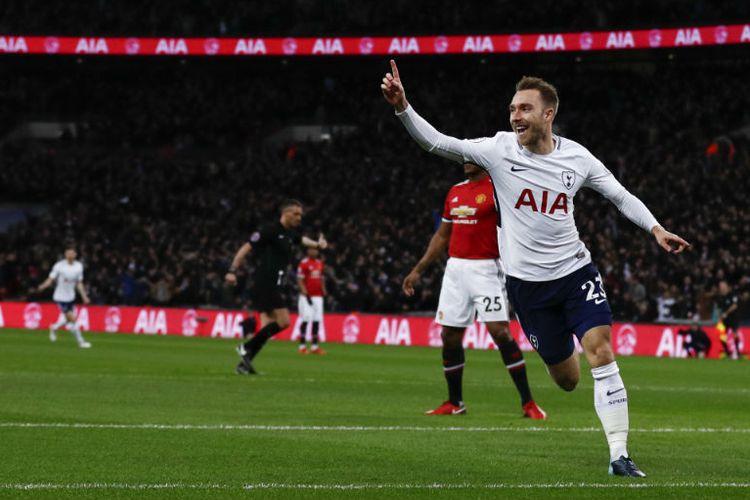 Christian Eriksen mencetak gol cepat saat Tottenham Hotspur menjamu Manchester United di Stadion Wemble, Rabu (31/1/2018).
