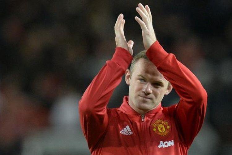 Penyerang Manchester United, Wayne Rooney, tampil pada laga testimonialnya kontra Everton, di Stadion Old Trafford, Rabu (3/8/2016) waktu setempat.