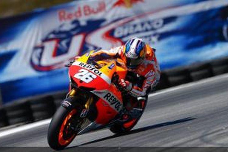 Pebalap Repsol Honda, Dani Pedrosa, memacu motornya di lintasan Laguna Seca pada sesi kualifikasi GP Amerika Serikat, Sabtu (20/7/2013).