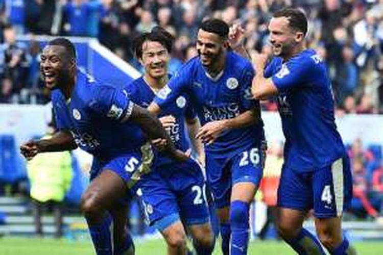 Wes Morgan, Shinji Okazaki, Riyad Mahrez, dan Danny Drinkwater rayakan gol Leicester City ke gawang Southampton, Minggu (3/4/2016).