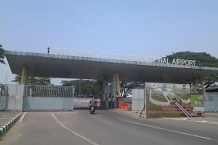 Mulai Mei 2014 pintu M1 Bandara Internasional Soekarno-Hatta akan ditutup terkait pembangunan rel kereta bandara dan terminal tiga ultimate, Kamis (3/4/2014).