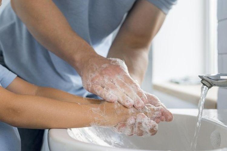 Praktik cuci tangan pakai sabun terdengar sederhana, tetapi berdampak besar untuk kesehatan.