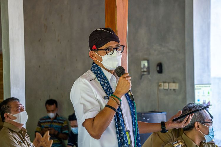 Menparekraf Sandiaga Uno saat berkunjung ke Desa Wisata Krebet, Bantul, Yogyakarta.