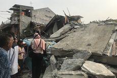 Rumah Ambruk di Johar Baru, Nenek dan Cucu Masih Terjebak Reruntuhan